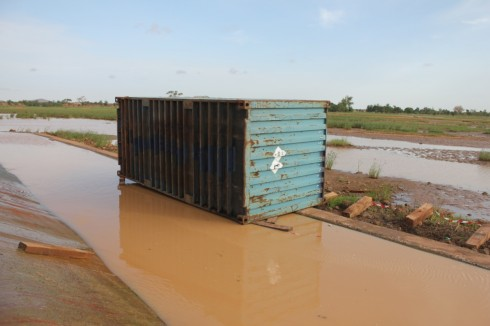 Cyanide container at Djibo dam two days after the accident